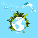 As árvores verdes do Dia da Terra crescem do mundo do globo Fotos de Stock