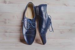 As sapatas crafted dos homens negros à moda para a dança de salão fotos de stock royalty free