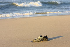 Sapatas na praia Imagens de Stock Royalty Free