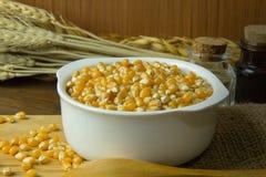 As sementes do milho fecham-se acima da imagem de fundo Foto de Stock
