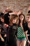 As senhoras bonitas que dançam em uma música do disco dos anos 70 Party Imagem de Stock Royalty Free