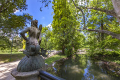 As sereias constroem uma ponte sobre no parque de Sempione em Milão Fotos de Stock Royalty Free