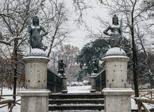 As sereias constroem uma ponte sobre no parque de Sempione em Milão, Itália As quatro estátuas da sereia no delle Sirenette de Po Imagens de Stock Royalty Free