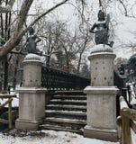 As sereias constroem uma ponte sobre no parque de Sempione em Milão, Itália As quatro estátuas da sereia no delle Sirenette de Po Fotos de Stock Royalty Free