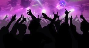 As silhuetas de povos da dança na frente da fase brilhante iluminam-se Imagens de Stock