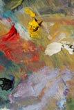 As sobras da cor afagam o óleo na paleta de madeira Imagens de Stock Royalty Free