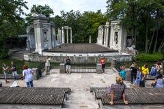 As sobras da fase de Roman Theatre em Lazienki estacionam em Varsóvia no Polônia Fotografia de Stock Royalty Free