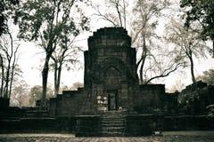 As sobras de uma construção no Prasat Muang cantam o parque histórico Foto de Stock Royalty Free
