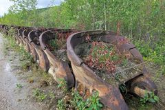 As sobras de uma draga histórica do ouro do delelict na angra excepcional perto de Dawson City, Canadá Imagens de Stock