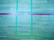 As sombras verdes do assoalho de brilho do salão de esportes com marcação alinham Imagem de Stock