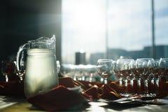 As tabelas ajustaram-se para um evento, grupo de abastecimento da tabela Fotos de Stock Royalty Free