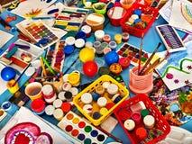 As tabelas e as cadeiras do jardim de infância na decoração interior arquivam para brinquedos Fotografia de Stock