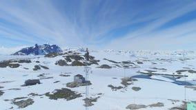 As telecomunicações antárticas elevam-se opinião de seguimento da parte superior do trabalhador vídeos de arquivo