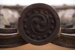 As telhas de telhado decoradas nas paredes do Himeji fortificam Imagens de Stock Royalty Free