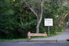 As tempestades velhas do parque do moinho acontecem sinal Imagem de Stock