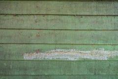 As texturas do fundo ou os pap?is de parede de madeira velhos colocaram o horizontal e claro - verde pintado no estilo retro fotos de stock