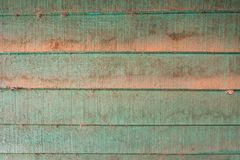 As texturas do fundo ou os pap?is de parede de madeira velhos colocaram o horizontal e claro - verde pintado no estilo retro foto de stock