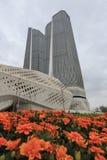 As torres gêmeas de Nanjing igualmente conhecidas como o mundo Trace Center elevam-se na província de Jiangsu foto de stock royalty free