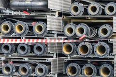 As tubulações de esgoto são armazenadas no armazenamento aberto Imagem de Stock