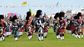 As tubulações escocesas desfilam em jogos de Nairn Highlanf Foto de Stock Royalty Free