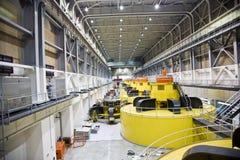 As turbinas amarelas na garganta do vale represam perto da página, um fa Fotos de Stock Royalty Free