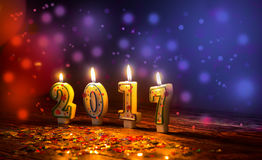 As velas ardentes numeram 2017 e colorido polvilha com o glitteri Imagem de Stock Royalty Free