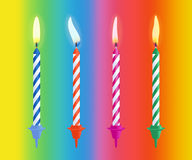 As velas ardentes realísticas do bolo de aniversário ajustaram-se isolado no fundo da cor Ilustração do vetor Fotografia de Stock Royalty Free