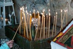 As velas da igreja para rezam e meditação Imagem de Stock Royalty Free
