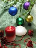 As velas das esferas do Natal dirigem a decoração Imagem de Stock
