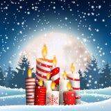 As velas do Natal no inverno nevado ajardinam, ilustração ilustração do vetor