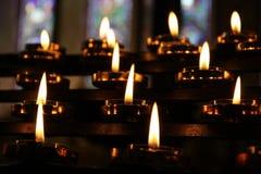 As velas rezam o fundo da meditação, abrandamento Fotografia de Stock Royalty Free