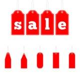 As vendas de suspensão vermelhas isoladas etiquetam no fundo do whie Grupo de etiquetas das economias da venda Conceito da compra Imagem de Stock