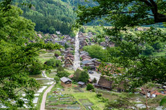 As vilas históricas de Shirakawa-vão e Gokayama na mola, marco do curso de Japão Foto de Stock Royalty Free