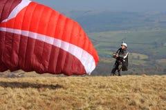 Asa de lançamento do Paraglider fotografia de stock royalty free