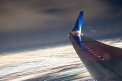 Asa do avião na noite Imagens de Stock Royalty Free