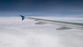 A asa do avião no céu Foto de Stock Royalty Free