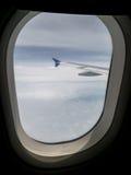 Asa do avião, vista da janela do avião Imagens de Stock