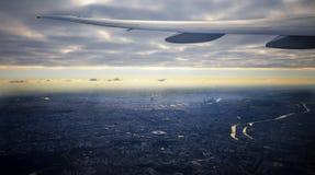 Asa plana sobre a cidade de Paris Fotos de Stock Royalty Free