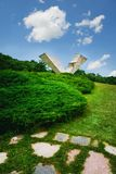 Asa quebrada ou monumento interrompido do voo em Sumarice Memorial Park perto de Kragujevac na Sérvia imagens de stock