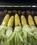 Asado a la parilla de extremidades del maíz y del filete Imagen de archivo