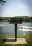 Asado a la parilla en el río Imágenes de archivo libres de regalías