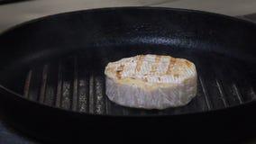 Asado a la parilla gastrónomo del queso de la comida del menú del restaurante de la comida almacen de video