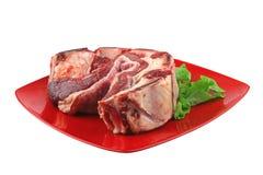 Asado no prato vermelho Fotos de Stock