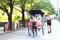 Asakusa: Υπηρεσία δίτροχων χειραμαξών με τον τουρίστα Στοκ Φωτογραφία