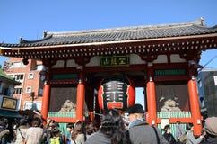 ASAKUSA JAPAN NOVEMBER 21, 2013: Sensoji tempel, Tokyo, Japan Arkivbilder