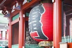 Asakusa, Japonia -, Luty 20, 2016: Gigantyczny czerwony lampion Kamin Zdjęcia Royalty Free