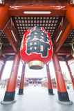 Asakusa, Japonia -, Luty 20, 2016: Gigantyczny czerwony lampion Kamin Zdjęcia Stock