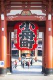 Asakusa, Japonia -, Luty 20, 2016: Gigantyczny czerwony lampion Kamin Obraz Royalty Free