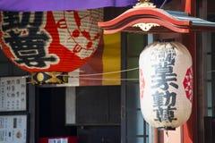 Asakusa, Japonia -, Luty 20, 2016: Gigantyczny czerwony lampion Kamin Obrazy Stock
