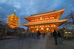 Asakusa, Japonia -, Luty 20, 2016: Gigantyczny czerwony lampion Kamin Fotografia Royalty Free